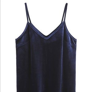 Tops - 🆕 Navy velvet tank top strappy women's